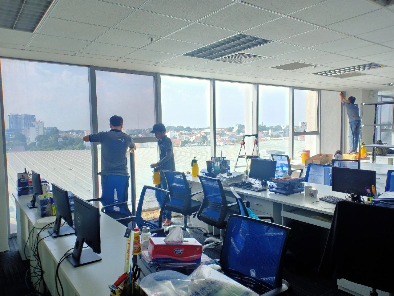 Dán decal chống nắng văn phòng